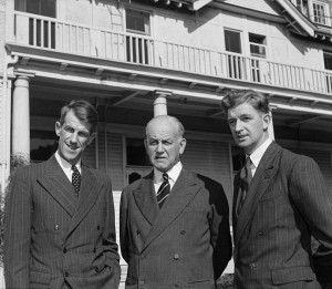 689px-Sir_Edmund_Hillary,_Sir_Willoughby_Norrie,_and_George_Lowe_at_Government_House,_Wellington,_1953